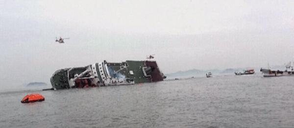 沈没中のセウォール号の画像