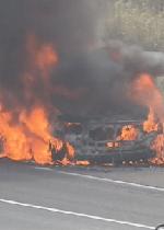 炎上中の車の画像