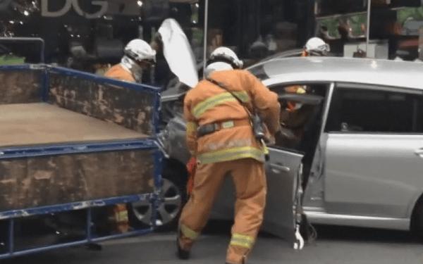 ドルガバに突っ込んだ車の画像