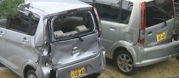 破損した車の画像