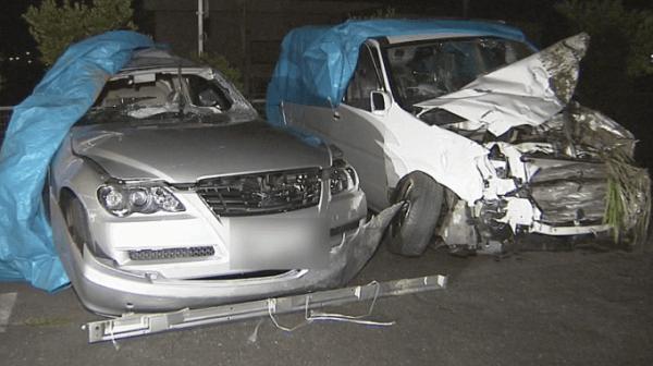 事故を起こした2台の車の画像