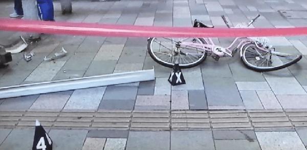 ひかれてねじ曲がった自転車の画像