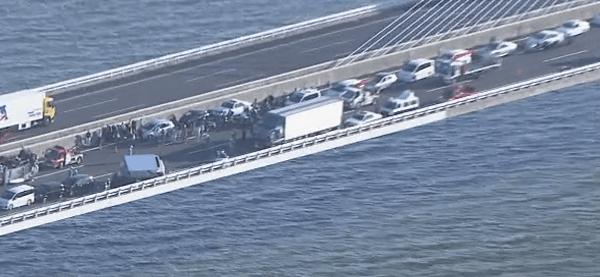 渋滞している伊勢湾岸自動車道の画像
