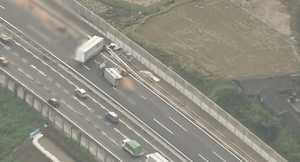 事故現場の東北自動車道の画像