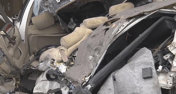 大破した事故車両の画像