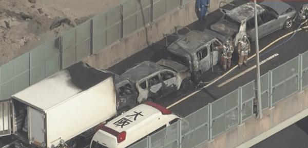 炎上した事故車両の画像