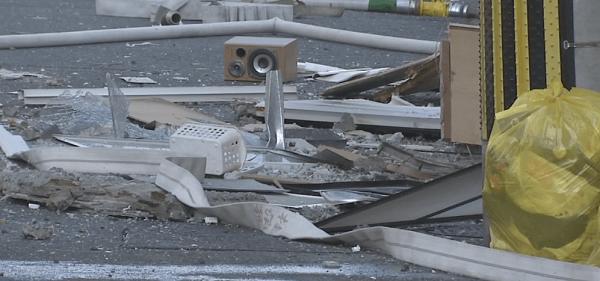 爆発したマンションの画像