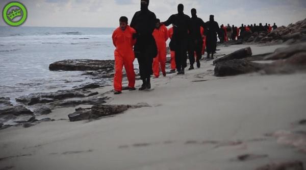 エジプト人のキリスト教徒がリビアの海岸で斬首される動画の画像