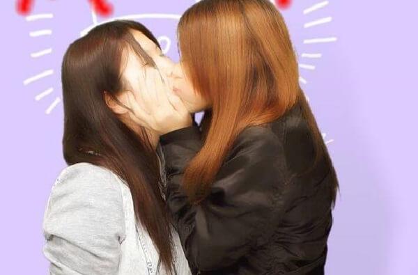 武井美佳とケイティがキスしているプリクラ画像