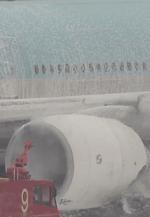 羽田空港で発生した航空機火災の飛行機エンジンの写真画像