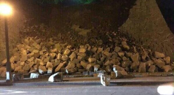 石垣が崩落した熊本城の写真画像