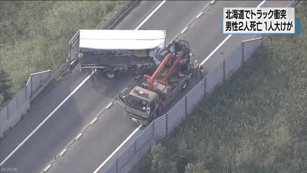 北海道長万部町豊津で大型トラックと馬運車が正面衝突した事故ニュースのキャプチャ画像