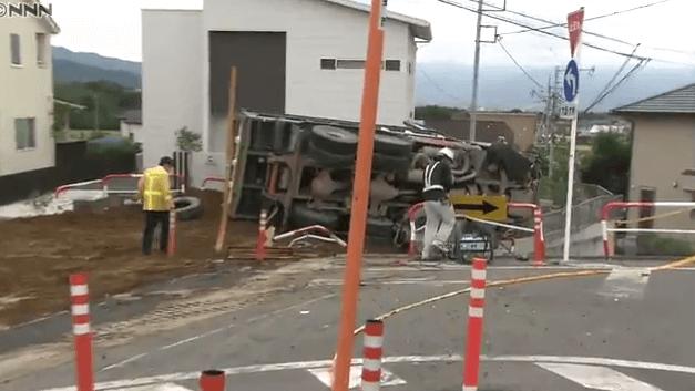 山梨県甲斐市大垈のダンプカー暴走事故ニュースのキャプチャ画像