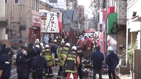 福岡県福岡市早良区西新の倒壊事故ニュースのキャプチャ画像