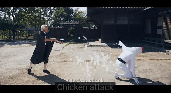 鶏攻撃の術を使う男性の画像