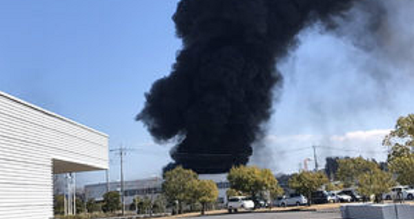 稲敷市の三和油化工業茨城工場の火事現場の写真画像
