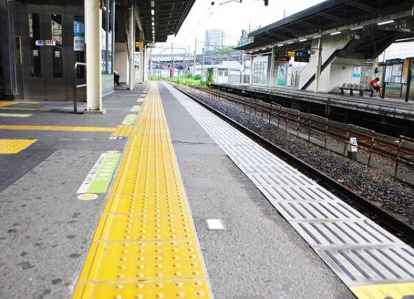 京急線の京急新子安駅で人身事故の画像