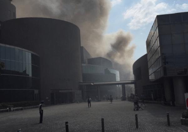 堺市中区深井清水町で大きな火事のニュースキャプチャ画像