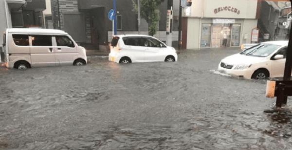 横須賀市のゲリラ豪雨で冠水被害のニュースキャプチャ画像