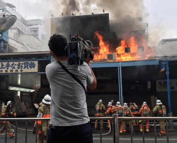 築地場外市場で火事のニュースキャプチャ画像