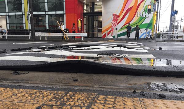 名古屋市緑区鳴海町で道路に亀裂のニュースキャプチャ画像