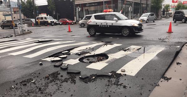 名古屋市緑区鳴海町で道路亀裂で通行止めの画像