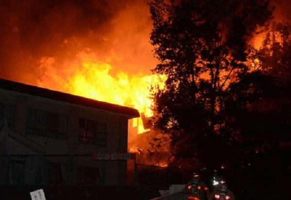 横手市南町のアパート「かねや南町ハイツ」で火事のニュースキャプチャ画像