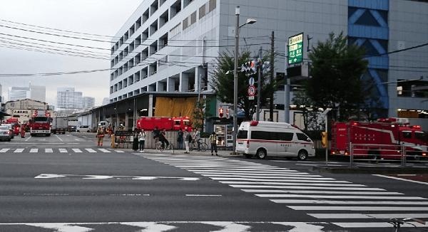 築地市場の厚生会館前に大量の消防車駆けつけ騒然のニュースキャプチャ画像