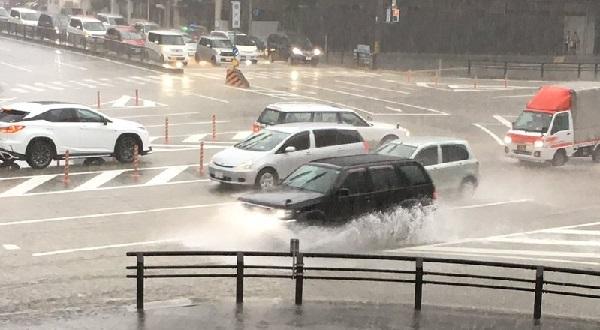 名古屋市の大須で水没冠水している現場の写真画像
