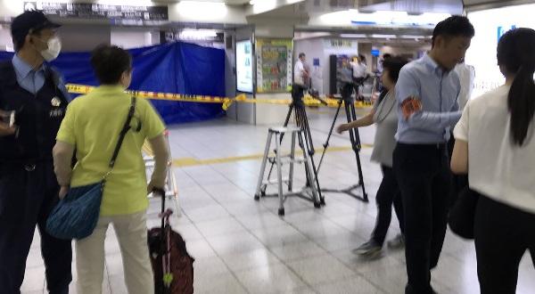 阪神梅田駅のパン屋「神戸屋」殺人未遂事件の現場の写真画像