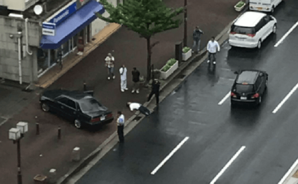 神戸市長田区五番町で発砲事件の男性の遺体の画像