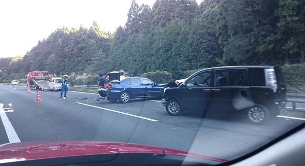 東北道で玉突き事故のニュースキャプチャ画像