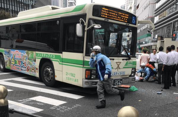 大阪市北区梅田の桜橋交差点で事故の画像