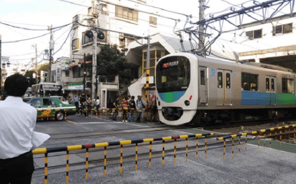 西武新宿線の下落合駅で人身事故のニュースキャプチャ画像