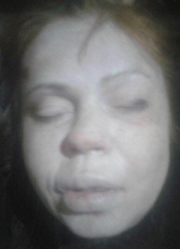 切断された女性の生首の画像