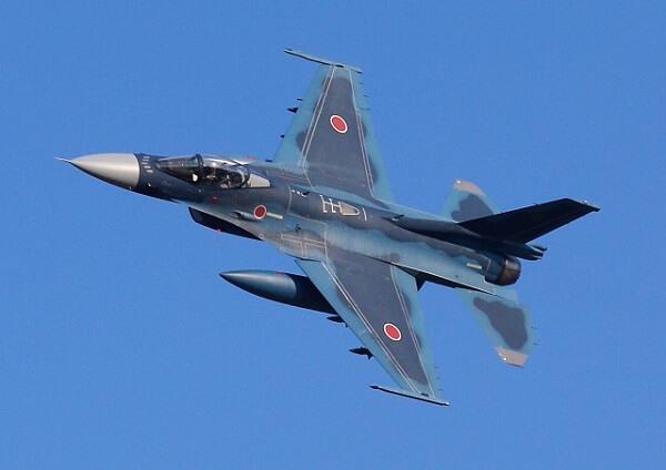 自衛隊の戦闘機の画像