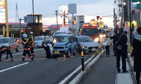 郡山市安積町のスタバ前で交通事故の画像