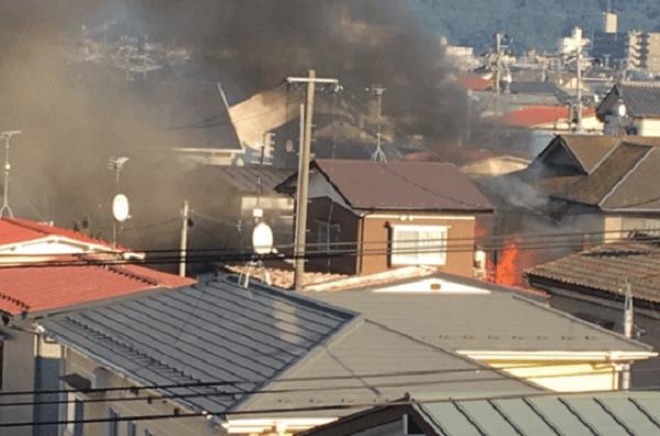 石巻市貞山の石巻工業高校付近の住宅で火事の画像