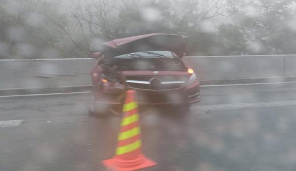 中央道の勝沼IC付近でベンツCLSが事故の画像
