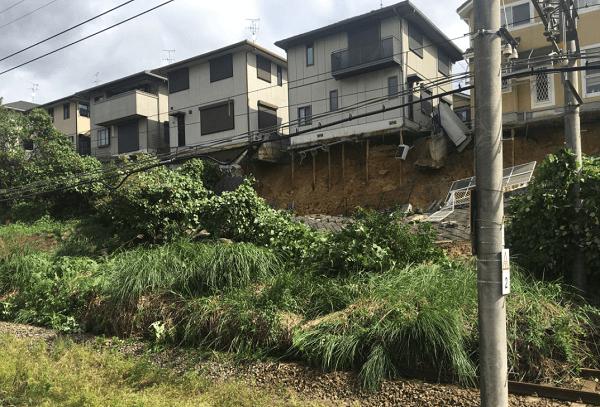 近鉄生駒線で沿線土砂崩れの画像
