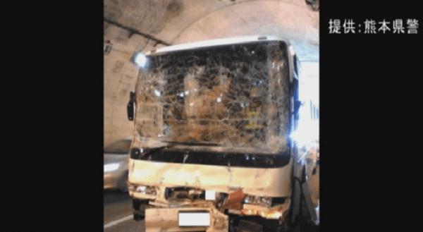 九州道で小学生乗せたバスと車の事故の画像