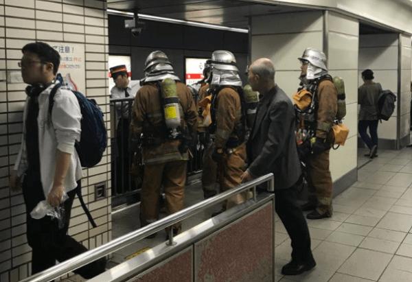 御堂筋線の心斎橋駅付近で発煙火災の現場の画像