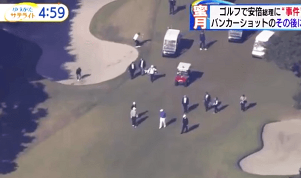 トランプ氏とのゴルフ外交で総理が転倒する画像