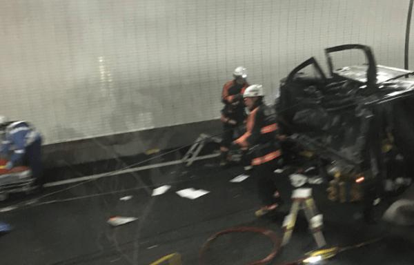 新名神高速の鈴鹿トンネルで事故の画像