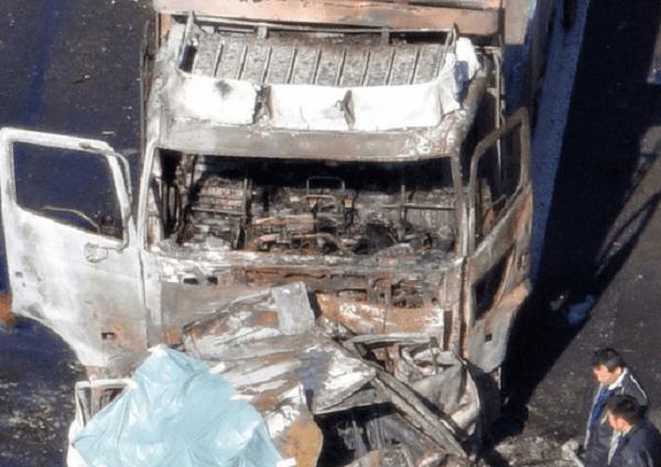 名神高速の多賀SA付近で車5台が衝突し2台炎上する死亡事故の画像