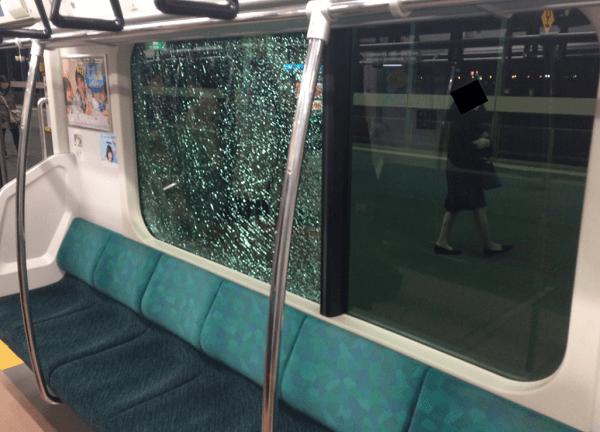 埼京線で電車の窓ガラス破損事故の画像