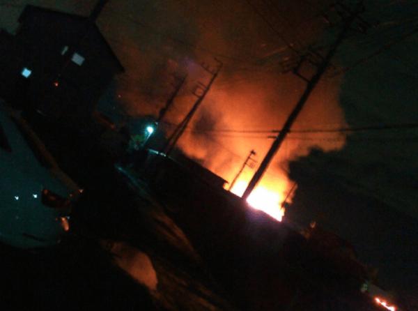 吉川市上内川で激しい火事の画像
