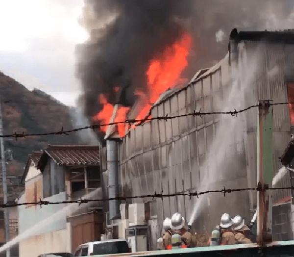 岡山県高梁市で火事の画像