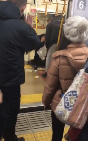 赤羽駅で外人同士の喧嘩の現場の画像