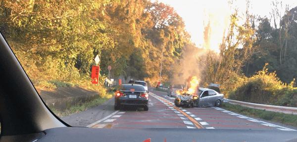 阪奈道路のサブロクカーブ付近で車両火災事故の画像
